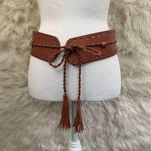 🌛Vintage wide leather belt with tassel detail 🌛